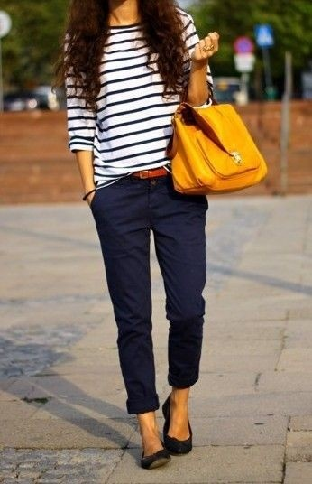 Rayas y pantalones azul marino, look navy, bolsa amarilla
