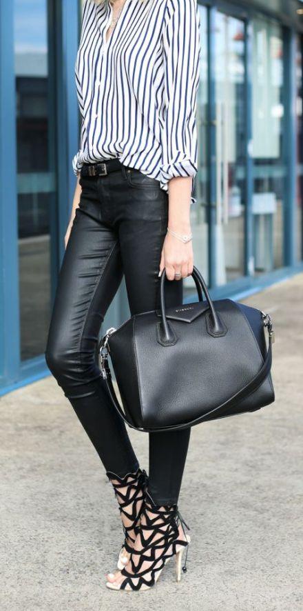 Bluda a rayas verticales, pantalones de piel look